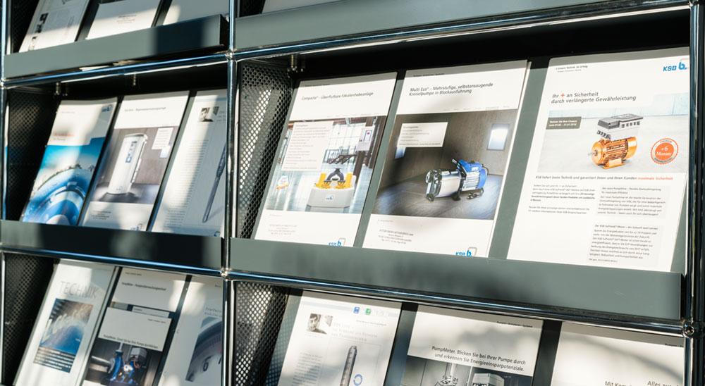 Broschürenauslage in unserem Ausstellungsraum